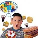 niño obeso con comidas