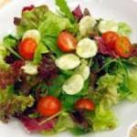 ensalada-de-pepino-tomatitos-cherry-y-yogur
